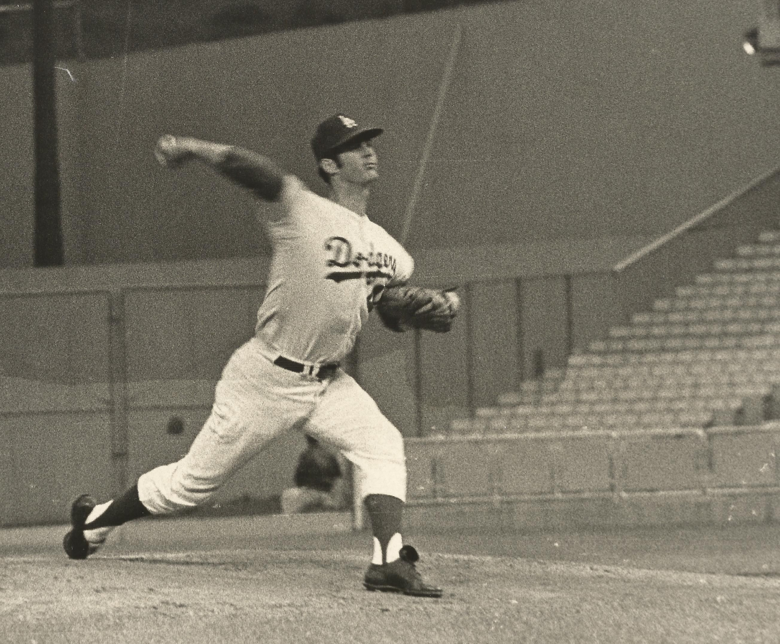 Dodger Pitcher Bill Singer He Recorded The First Official Recorded Save In Major League Baseball In A Game Don Drysdale Dodgers Baseball La Dodgers Players