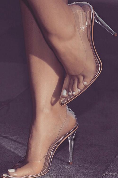 Clear Closed Toe Pumps #stilettoheels #highheels #transparent #stilettos #clearheels #stilettoheels #highheels #pumpsheels