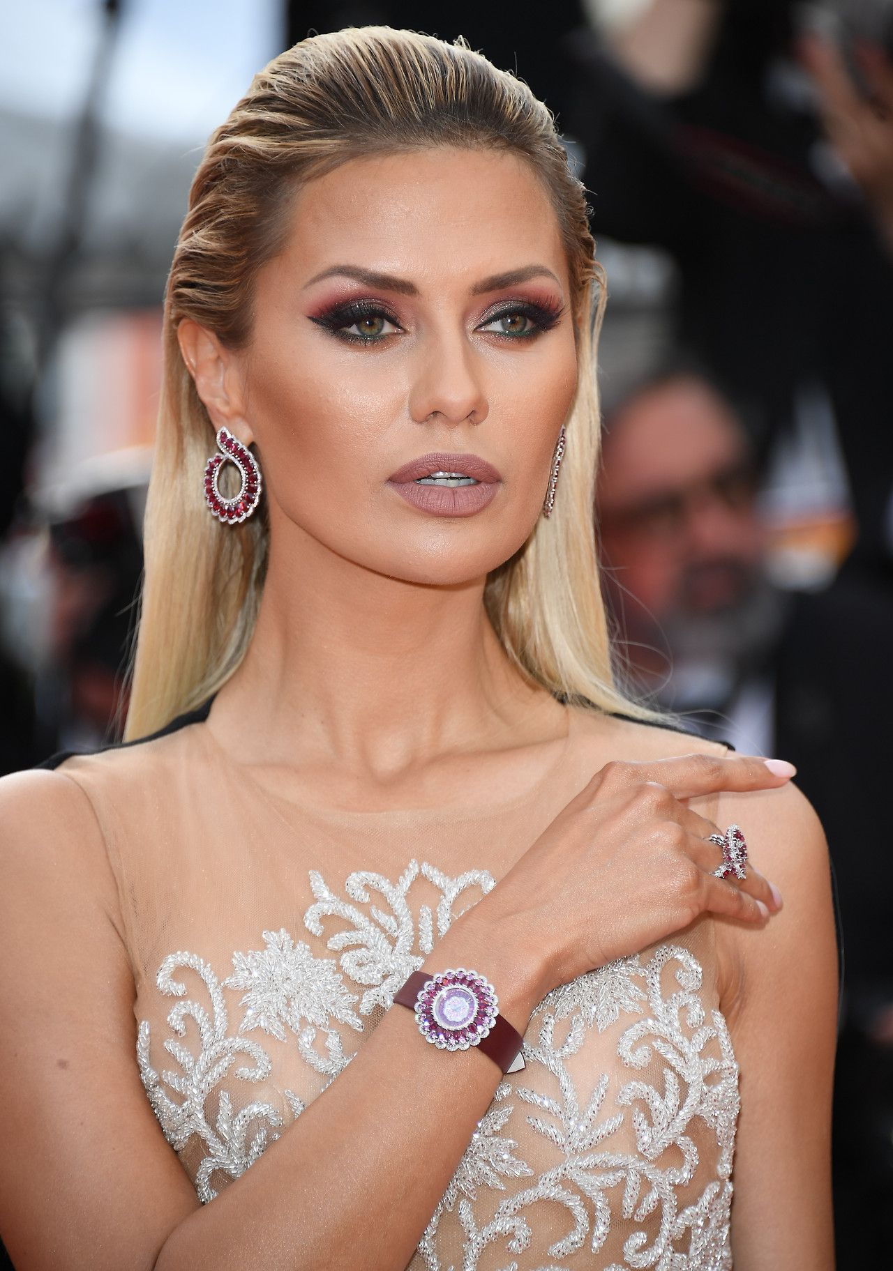 Victoria Bonya Stole The Spotlights Wearing Magnificient Emeralds Earrings Signed By Chopard On Red Carpet