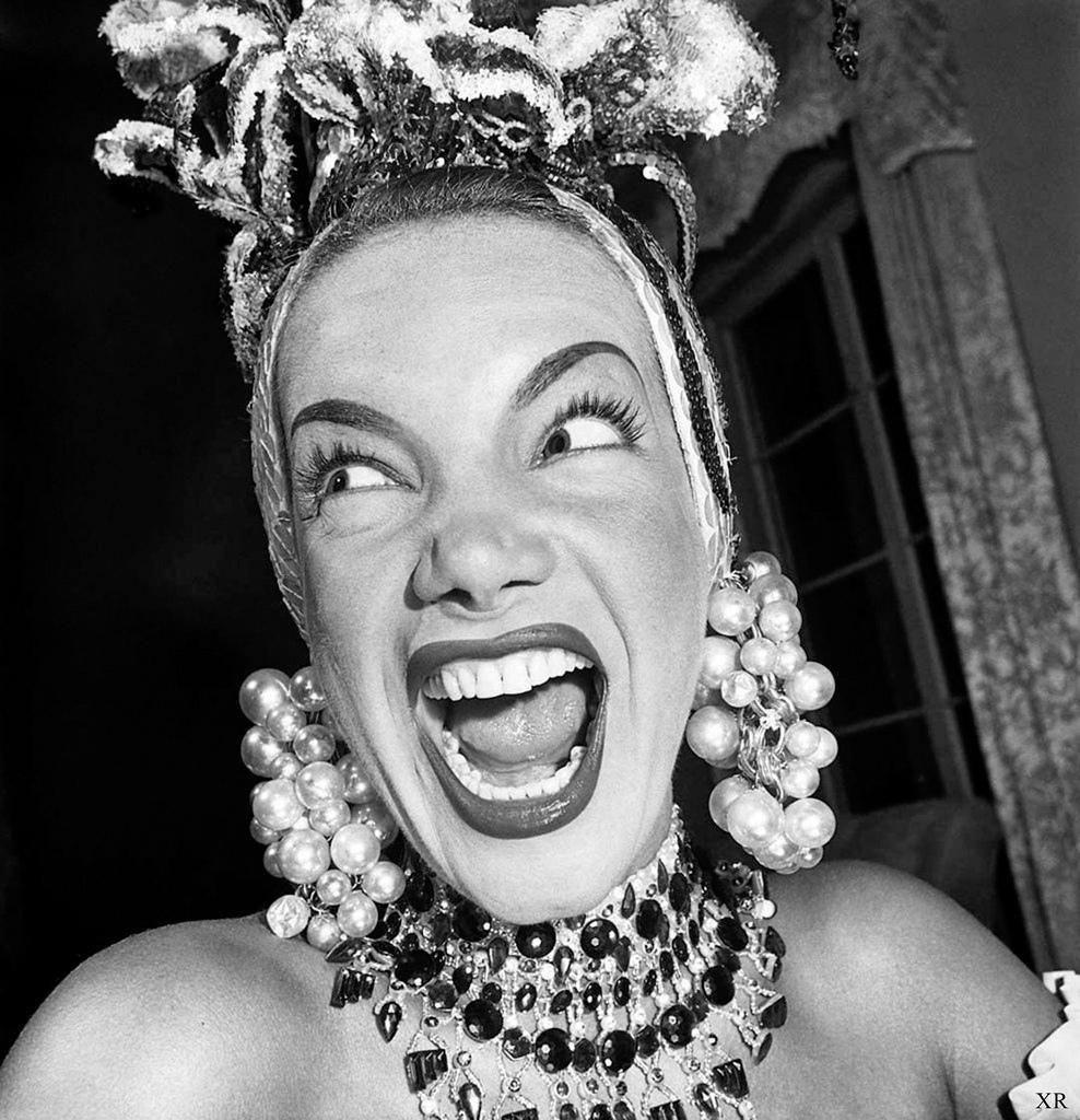 """Carmen Miranda, primeira """"artista multimídia"""" do Brasil, morreu há 60 anos; relembre momentos http://bitly.com/1NagE6Y"""