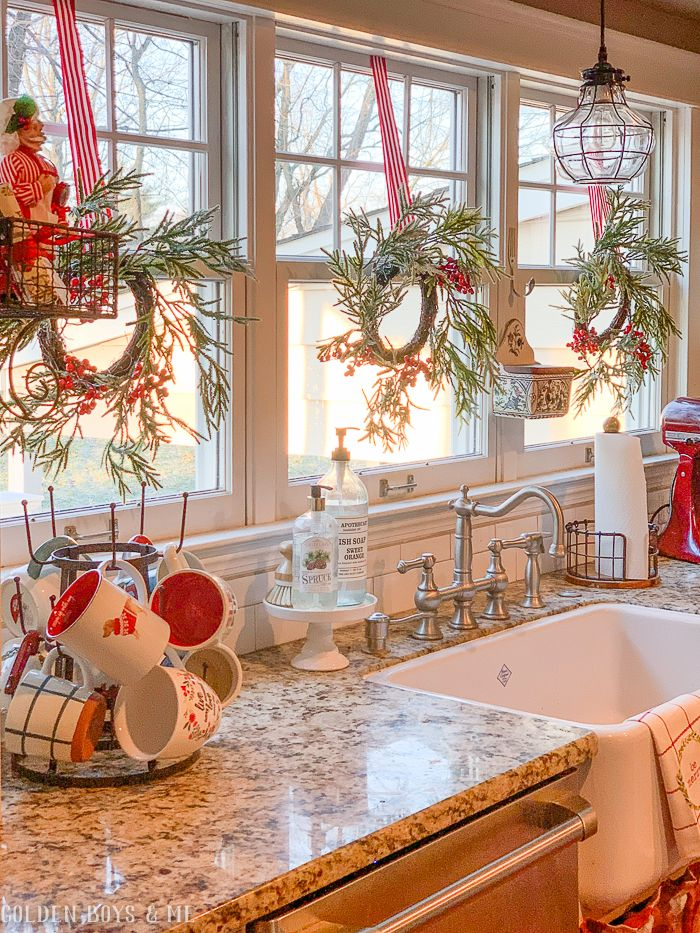 A Few Favorites of 2018 - Podcasts, Phones and Projects #christmasdecor
