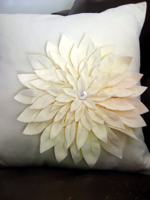 Snow Mum Pillow using Amy Butler's pattern (has suggestions and revisions to original)