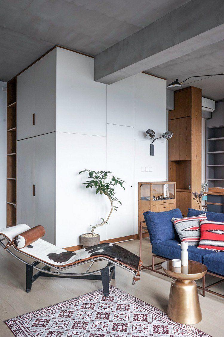 aménagement petit appartement avec plafond en béton, lit de jour ...