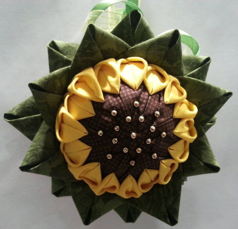 Sunflower quilted ornament #sunflowerchristmastree