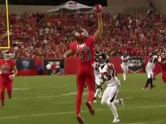 It S Hard Enough To Make A Catch With Two Hands In The National Football League Let Alone Make A One Handed Grab Tha Mike Evans Nfl History National Football