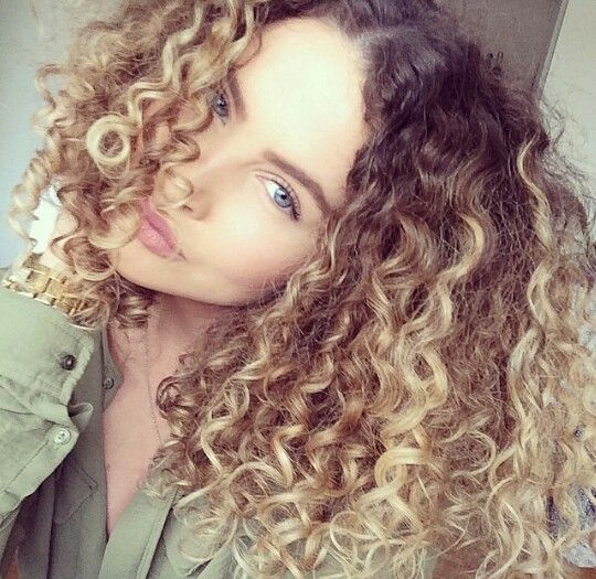 curly hair ombre hair style pinterest cheveux coiffures et fris. Black Bedroom Furniture Sets. Home Design Ideas