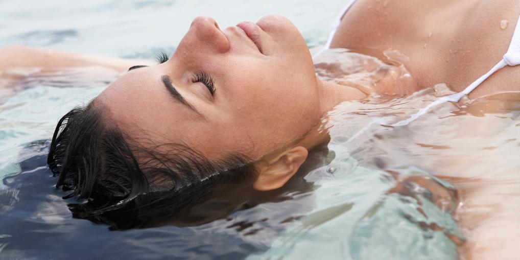 Om te drijven in zout water, ook wel 'floaten' genoemd, hoef je niet per se naar de Dode Zee. Ook…