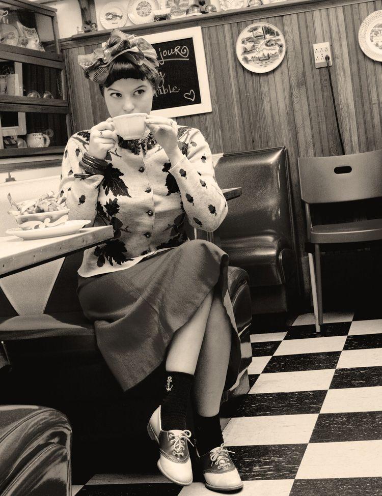 http://vixenvintage.blogspot.com  love her blog