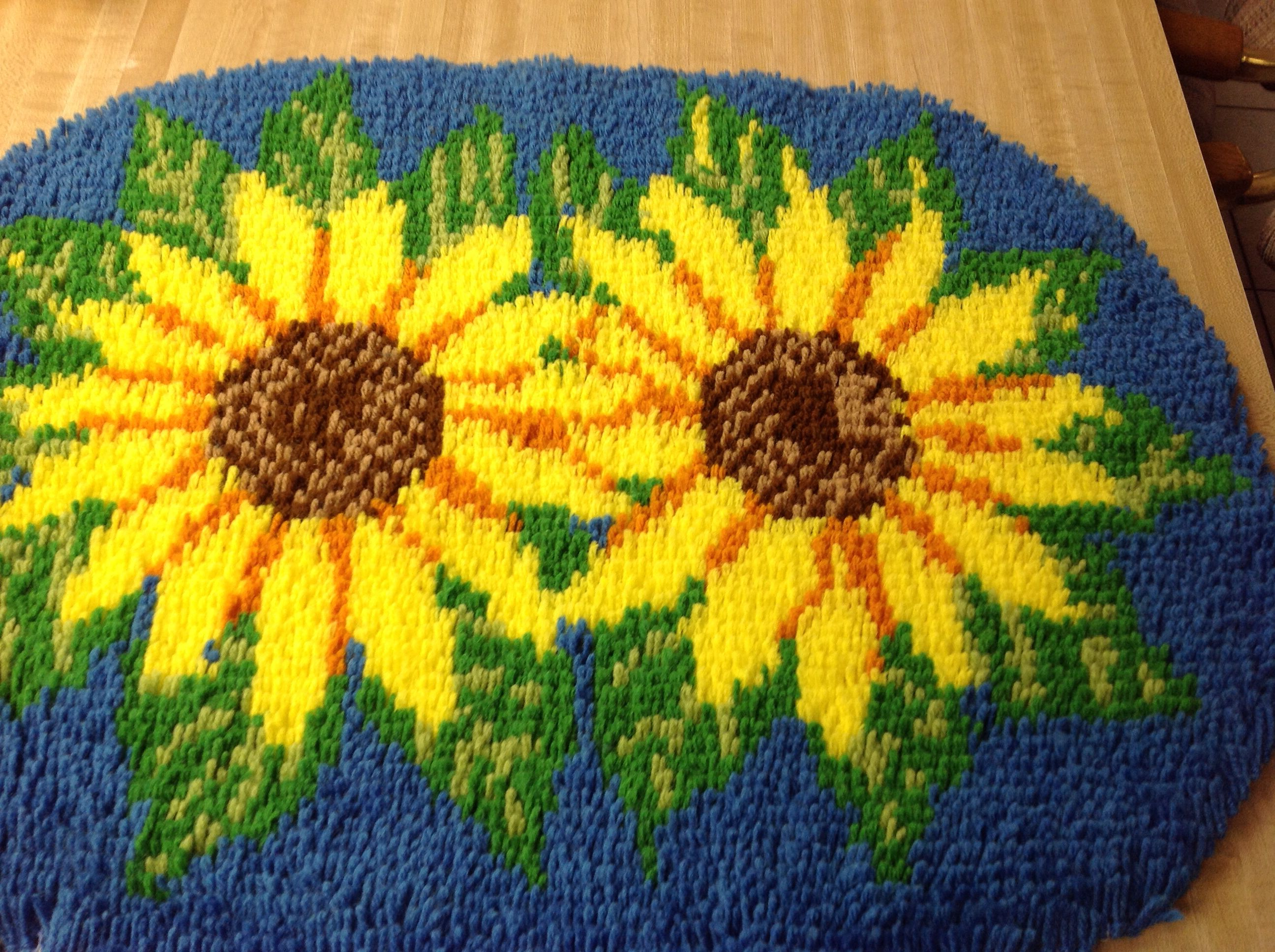 Sunflower latch hook complete