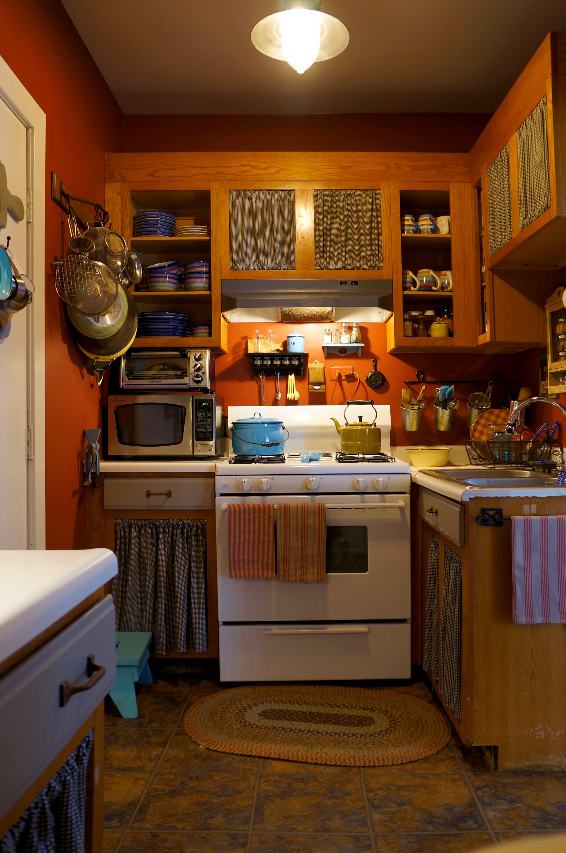 Cozy Farmhouse Style in Chicago | Kitchen decor, Brown kitchens, City farmhouse