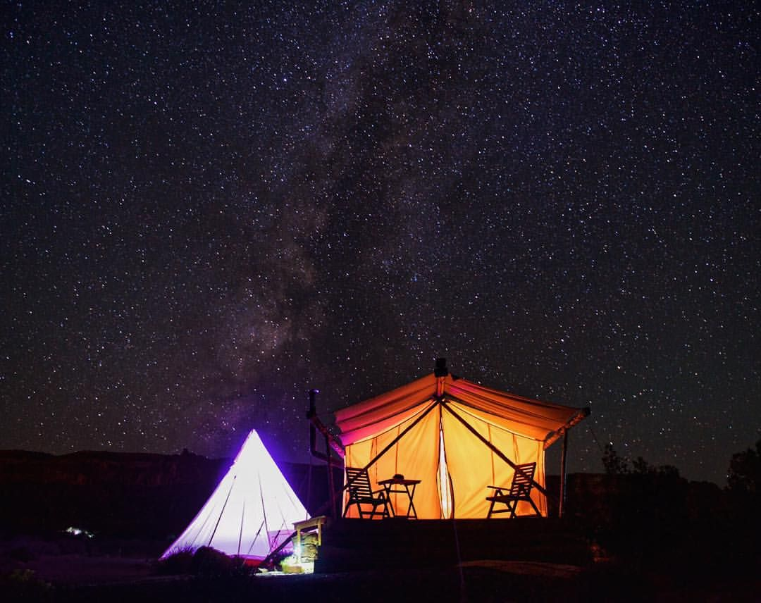 "Caitlin Turner on Instagram: ""Is this real life? That's what I'm asking myself as I stare at this unreal scene. I'm grateful that the answer is yes. Tonight's sleeping arrangements were SO worth the drive to Moab, Utah. I'd drive 1,000 miles to stay here at @moab_canvas. Time to get our glamp on!✌️❤️ #SayYesToGypset - : @activefocus"""