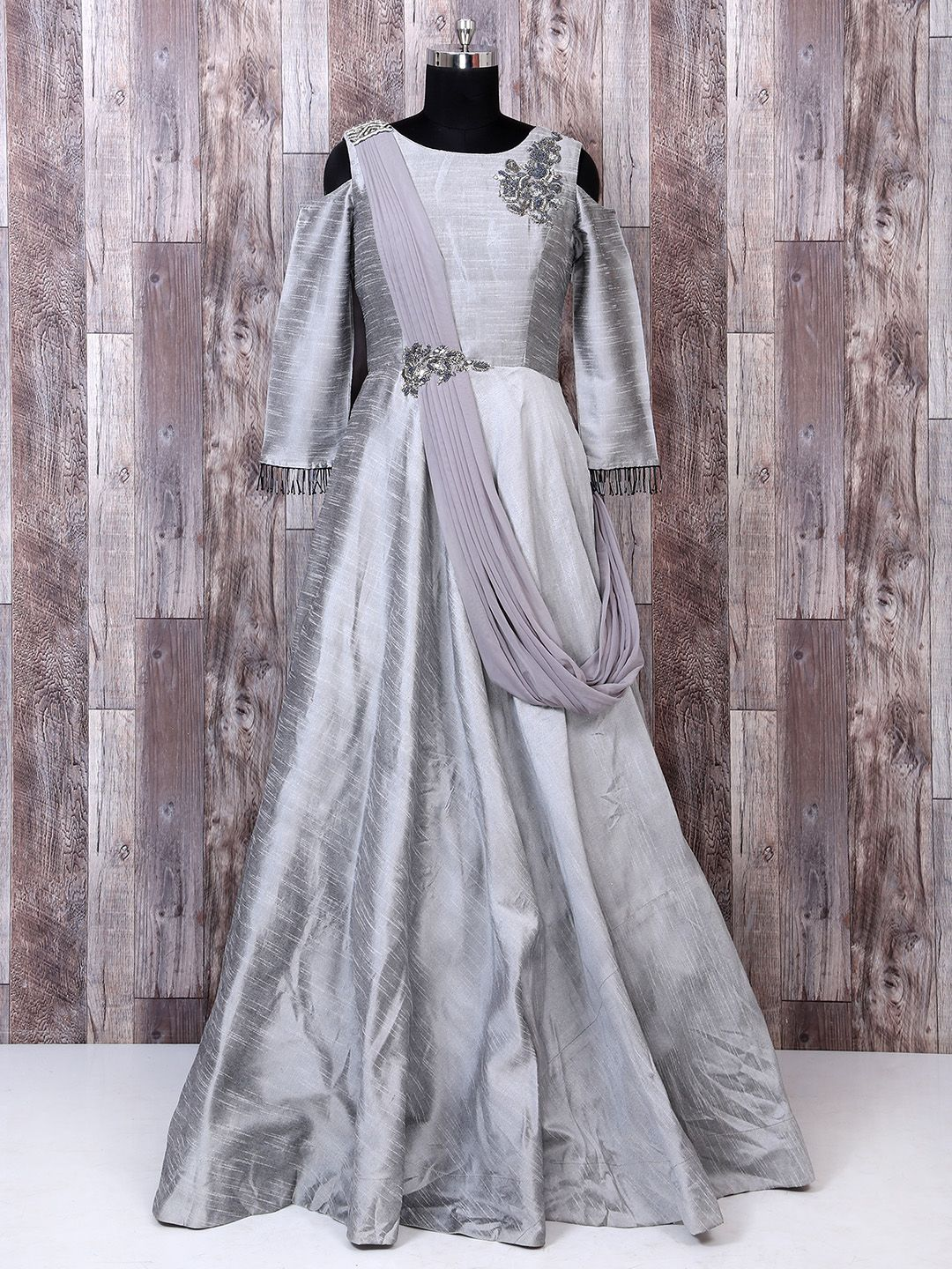 249556810e51 grey Color Designer Net Gown
