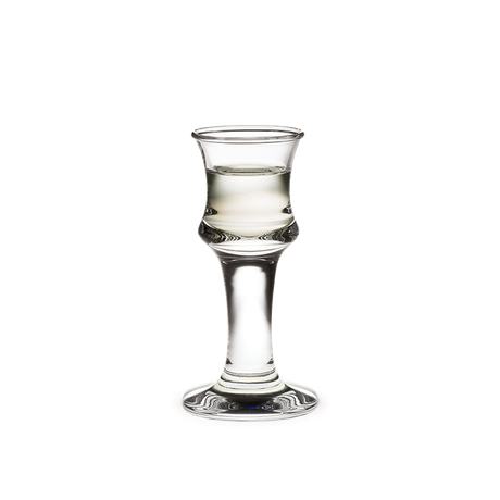 The shot glass has a volume of 3 cl and can be placed briefly in the freezer before serving an ice-cold, frosted aquavit for lunch. The range also includes beer, red wine and white wine glasses. An ideal gift idea for a special occasion.  #holmegaard #ship'sglass #shotglass #frostedaquavit