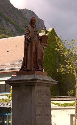 La statue de François-Emmanuel Fodéré à Saint-Jean-de-Maurienne, par Louis Rochet (Fondeurs Eck et Durand), bronze, 1846. Plus de patrimoine savoyard : suivez les Guides du Patrimoine des Pays de Savoie @GuidesGPPS ! www.gpps.fr