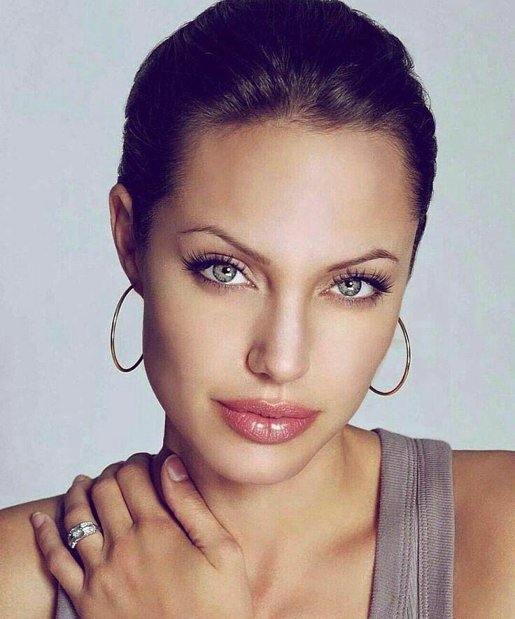 Jolie augenfarbe angelina TopBeastReviews