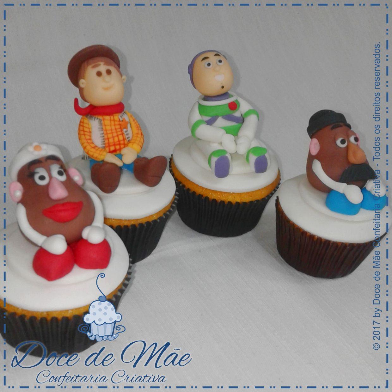 Cupcakes em 3D Toy Story, modelados artesanalmente em pasta americana. Cupcakes em Curitiba. #ToyStory #CupcakeToyStory #CupcakeWoody #CupcakeBuzz #Woody #BuzzLightyear #FestaToyStory #CupcakeSrCabeçaDeBatata #CupcakeSraCabeçaDeBatata #DocesPersonalizadosCuritiba #CakeDesigner #CakeDesignerCuritiba