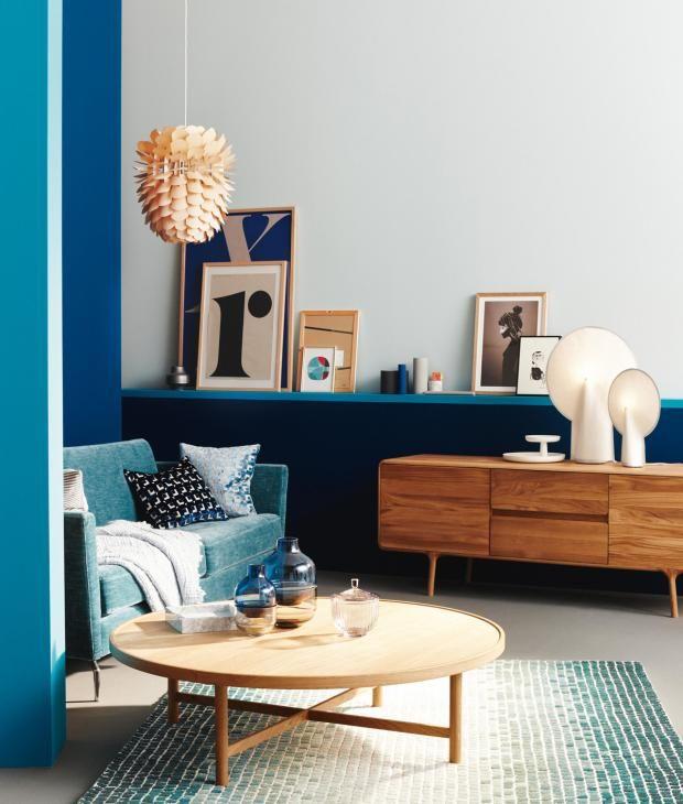 Wohnzimmer blau holz  Farbenmix: Trendkombinationen bei Wandfarben: Blau, Petrol & Holz ...