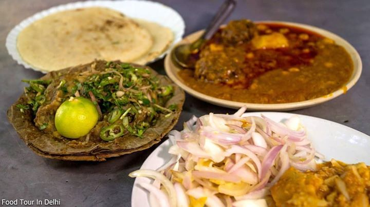 Let's  go for the breakfast  explore unique food places with us!  #delhifood #food #indianfood #streetfood #instafood #delhifoodtour #foodtourindelhi #foodwalkindelhi #edibleindia #indiafoodtour #travel #tourism #culinaryjourney