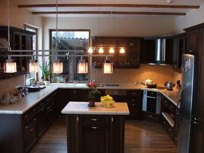 diseno de cocina con isla en negro - Cocinas Cuadradas