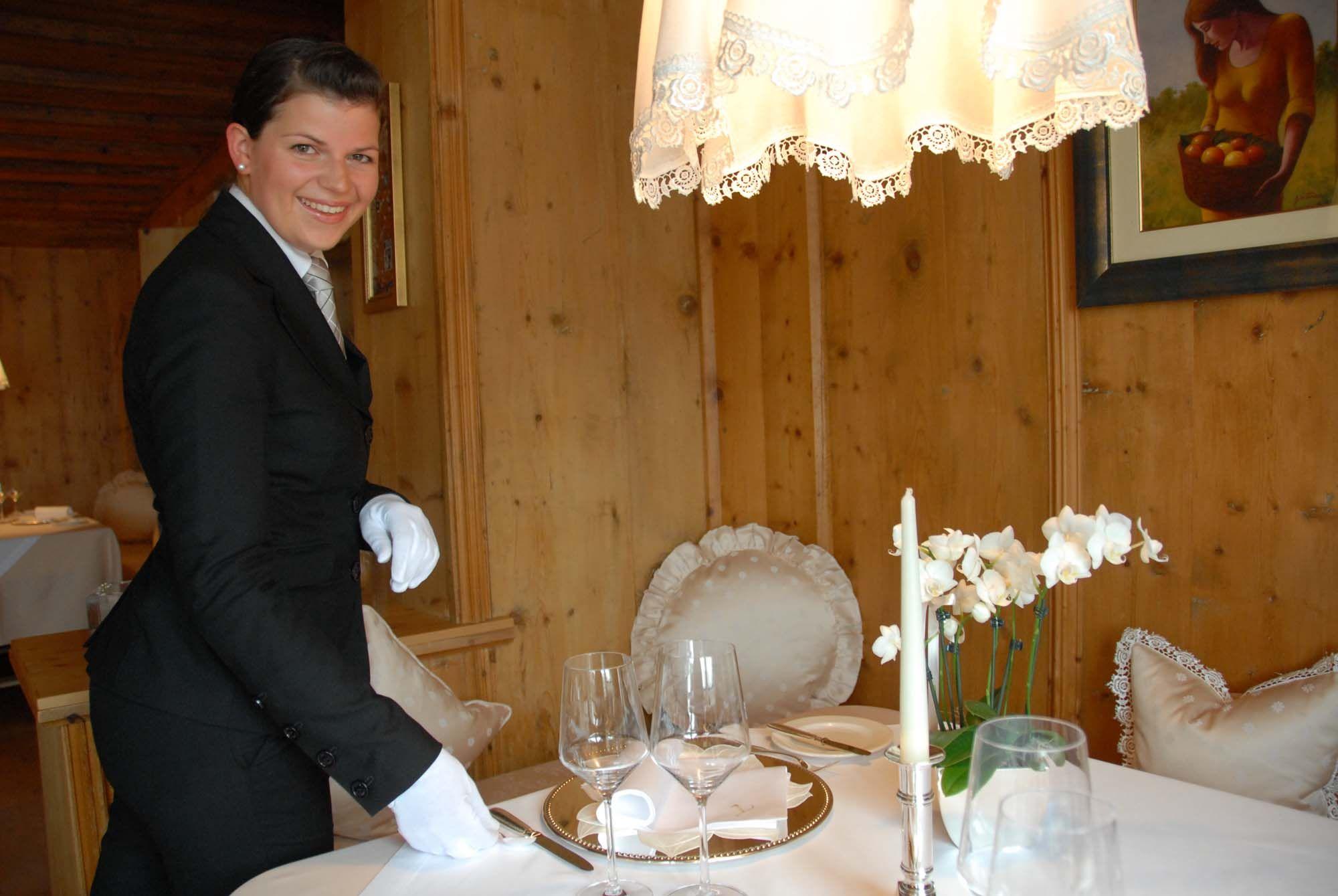 Annemarie Prader führt mit viel Herz und Leidenschaft den Service im Gourmetrestaurant Trenkerstube