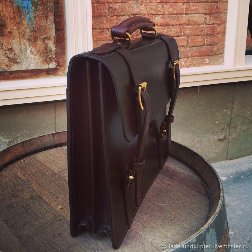 911fa1bb84f6 Купить или заказать Кожаный портфель, мужской портфель в интернет магазине  на Ярмарке Мастеров. С