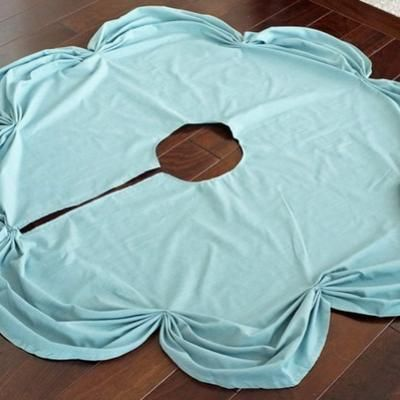 """ruched tree skirt""....looks easy enough for me! hw"