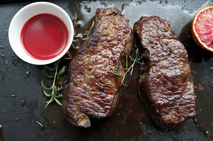 Good tenderloin is incredibly easy to cook. Of course, it is optimal to make steaks of such meat, adding unusual citrus sauce of red oranges to them. The recipe assumes a medium or good level of preparation, with half an hour of active cooking.