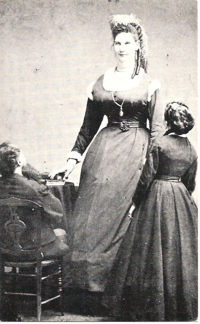 In 1879, Anna Bates (a giantess at 7 5½) gave birth to