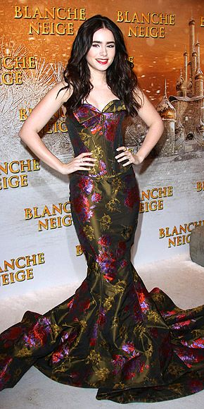 c642cd59c9121 Last Night s Look  Hit or Miss    skite   Pinterest   Lily collins, Lily  and Dresses