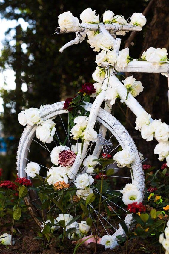Das ultimative Hochzeit-Fahrrad in weiße Blumen dekoriert. | 33 ...