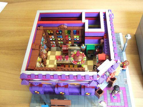 This is the beautiful Lego Muntstraat of Jasper Joppe Geers on display in the Thermen Museum in Heerlen, Netherlands.  For more details read his Eurobricks post.
