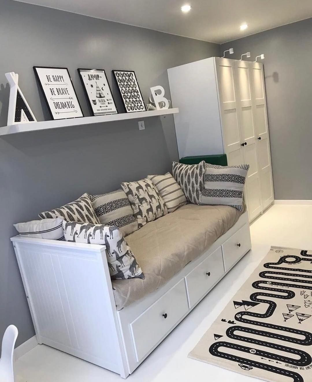 White and Silver Bedroom Decor Ideas – Home Decor Bliss