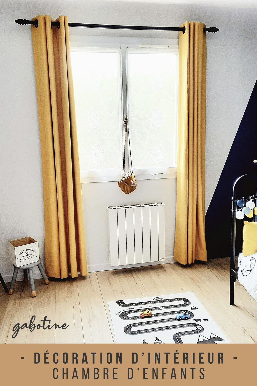 Rénovation d'une chambre d'enfant pour un petit garçon de 5 ans. Les couleurs choisies sont le jaune vintage et le bleu paon. L'enfant souhaitait une chambre avec un thème