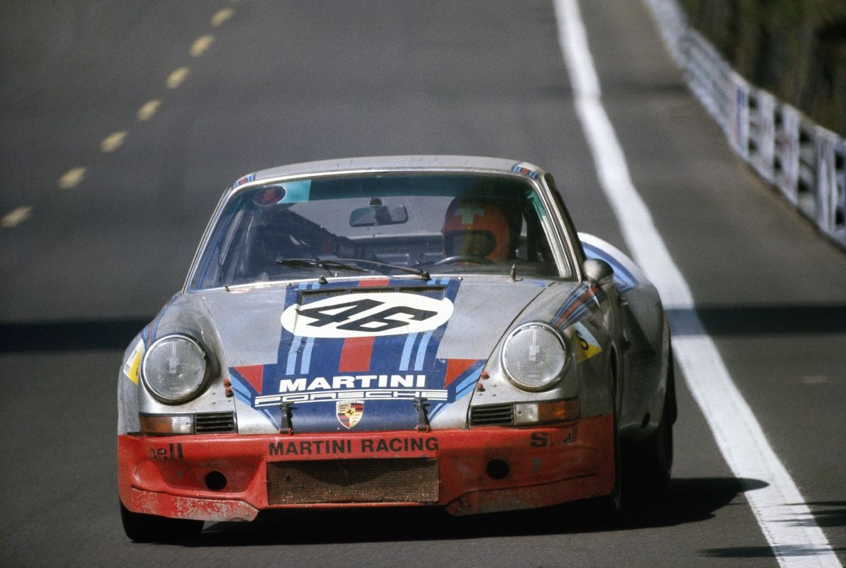 Momentaufnahme 1973 porsche 911 carrera rsr in le mans classic herbert mller racing the porsche 911 carrera rsr on the mulsanne straight together with gijs van lennep they finished an overall fourth vanachro Images