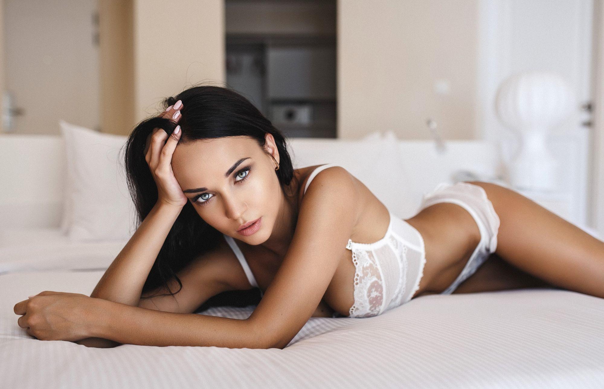 petite-brunette-gallery-sexy