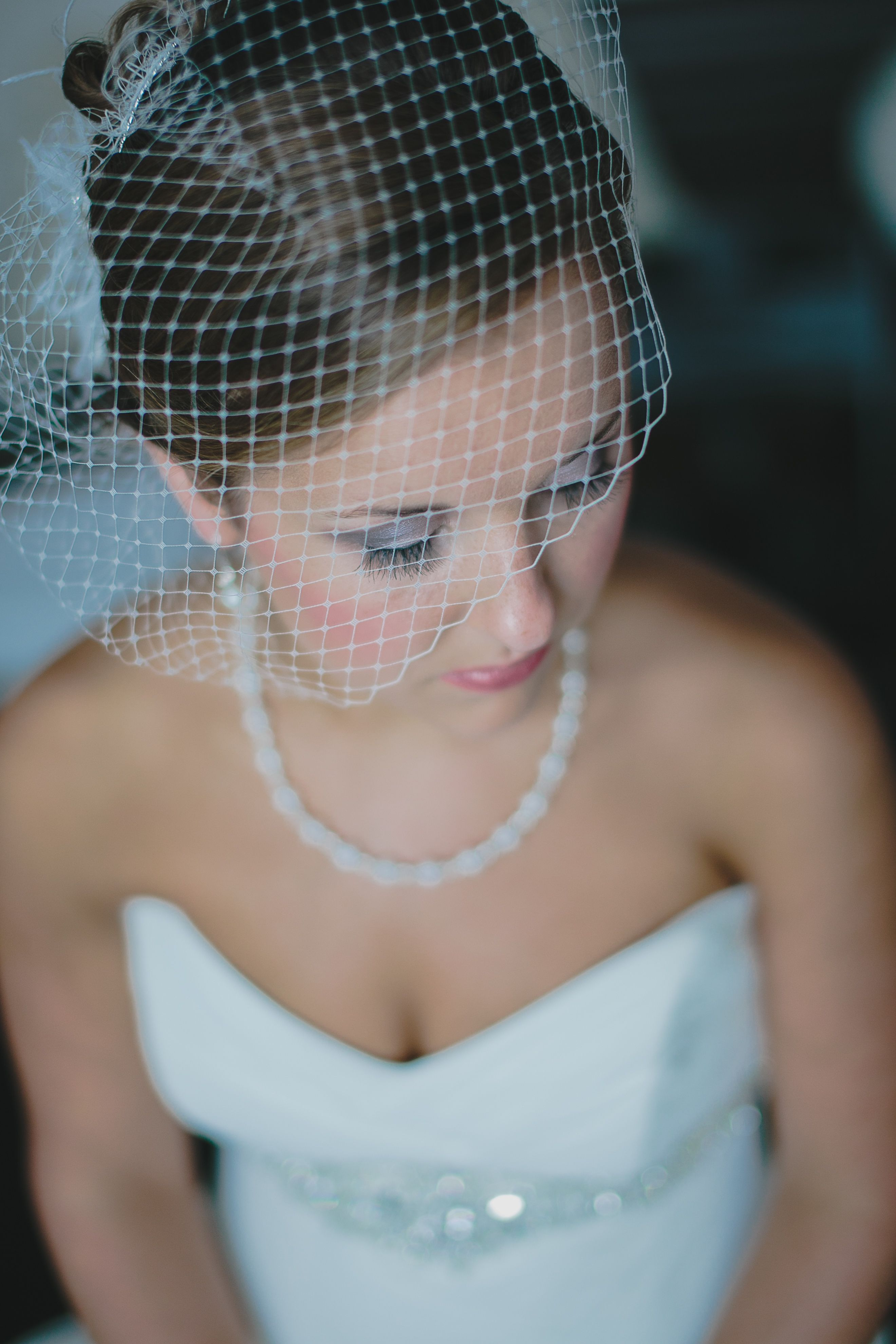 how to wear birdcage veil at reception