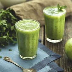 Maca and honey green breakfast smoothie- packed with iron and protein