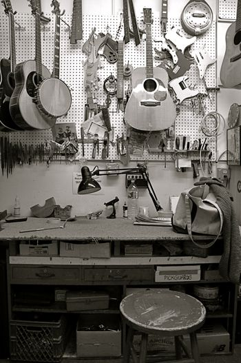 Photo Story Vintage Guitar Store 2 Making Musical Instruments Guitar Store Guitar
