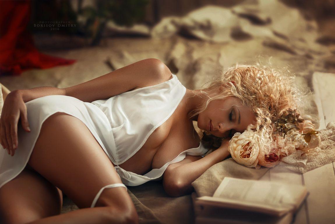 fotografii-devushek-s-legkoy-erotikoy-v-odezhde