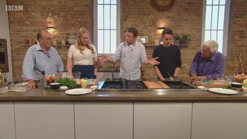 Just catching up with #SaturdayKitchen and what a hoot it is. Made my morning. https://t.co/iIFxZ6xHqP
