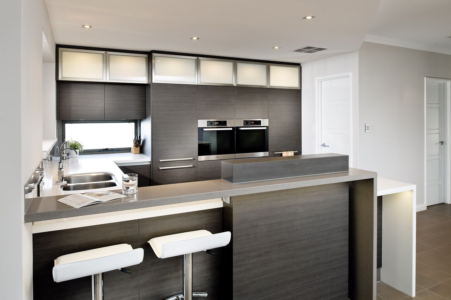 Contemporary modern style kitchen Maylands Contemporary