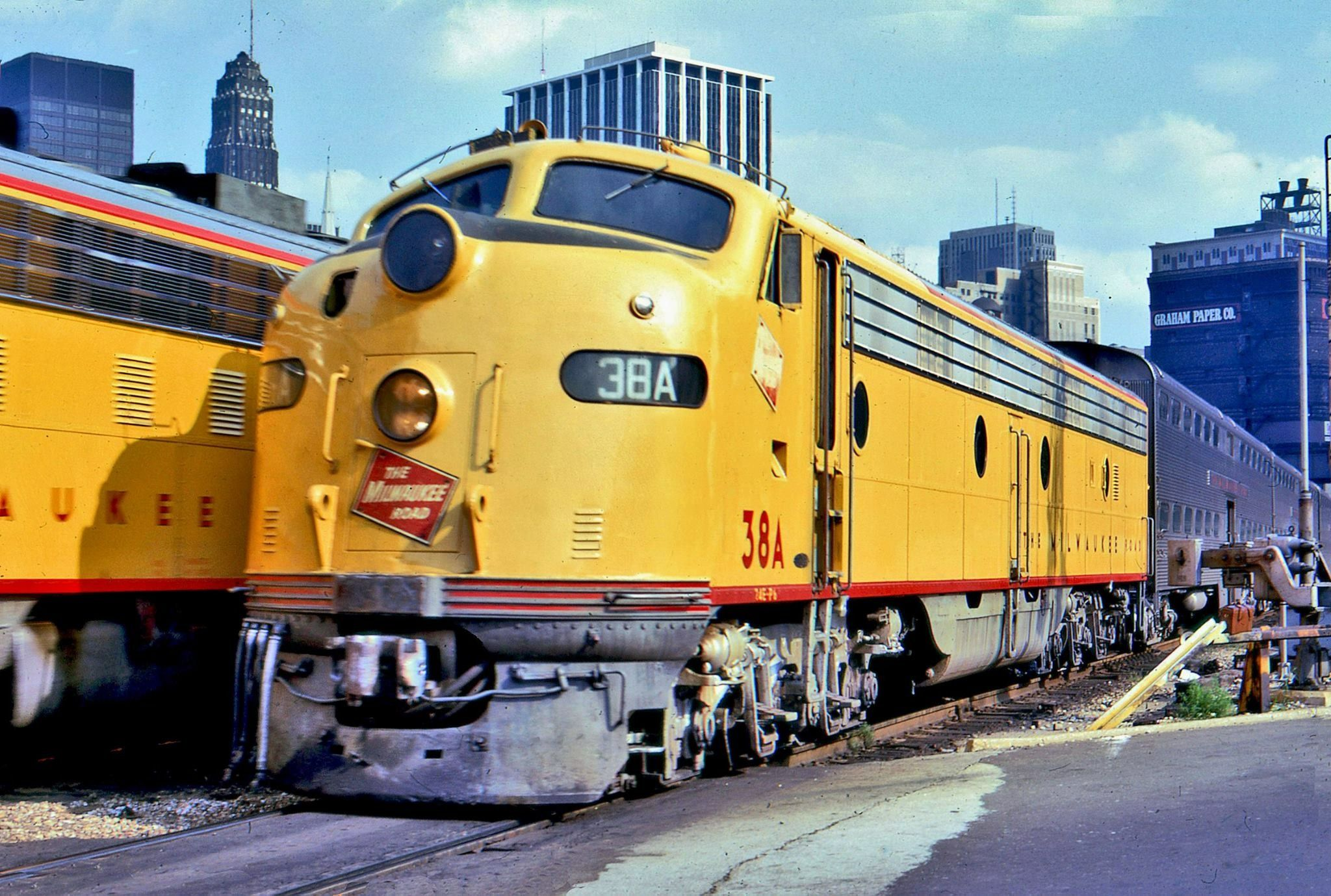 a milwaukee road fp7 shoves its consist into union station chicago rh pinterest com