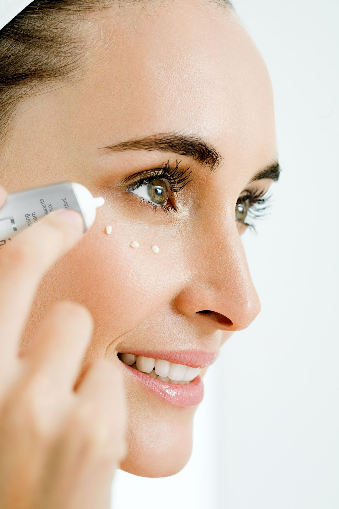How to Hide Under Eye Dark Circles with Makeup Dry skin