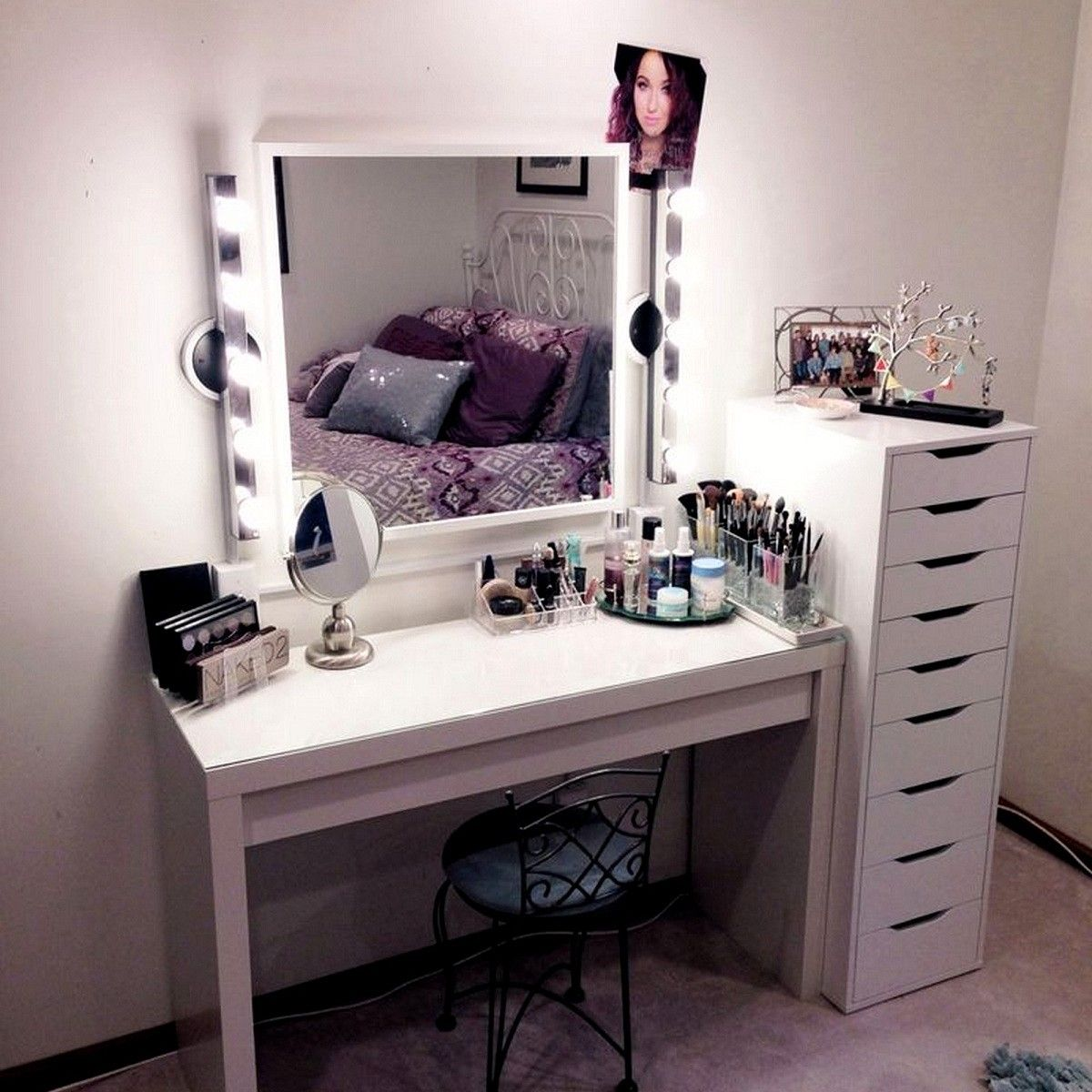 Wonderful Theme Of Vanity Makeup Table With Lights With Images
