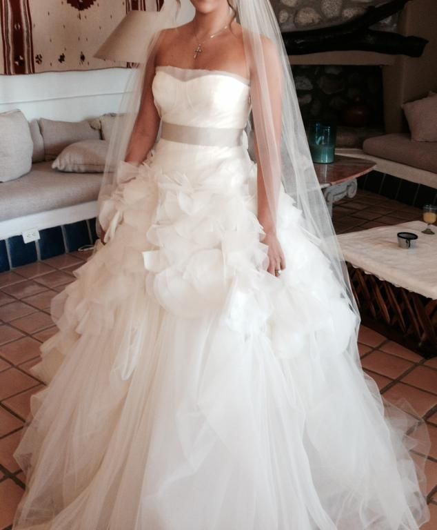 Preowned Wedding Gowns: Vera Wang Hayley Dress In 2019