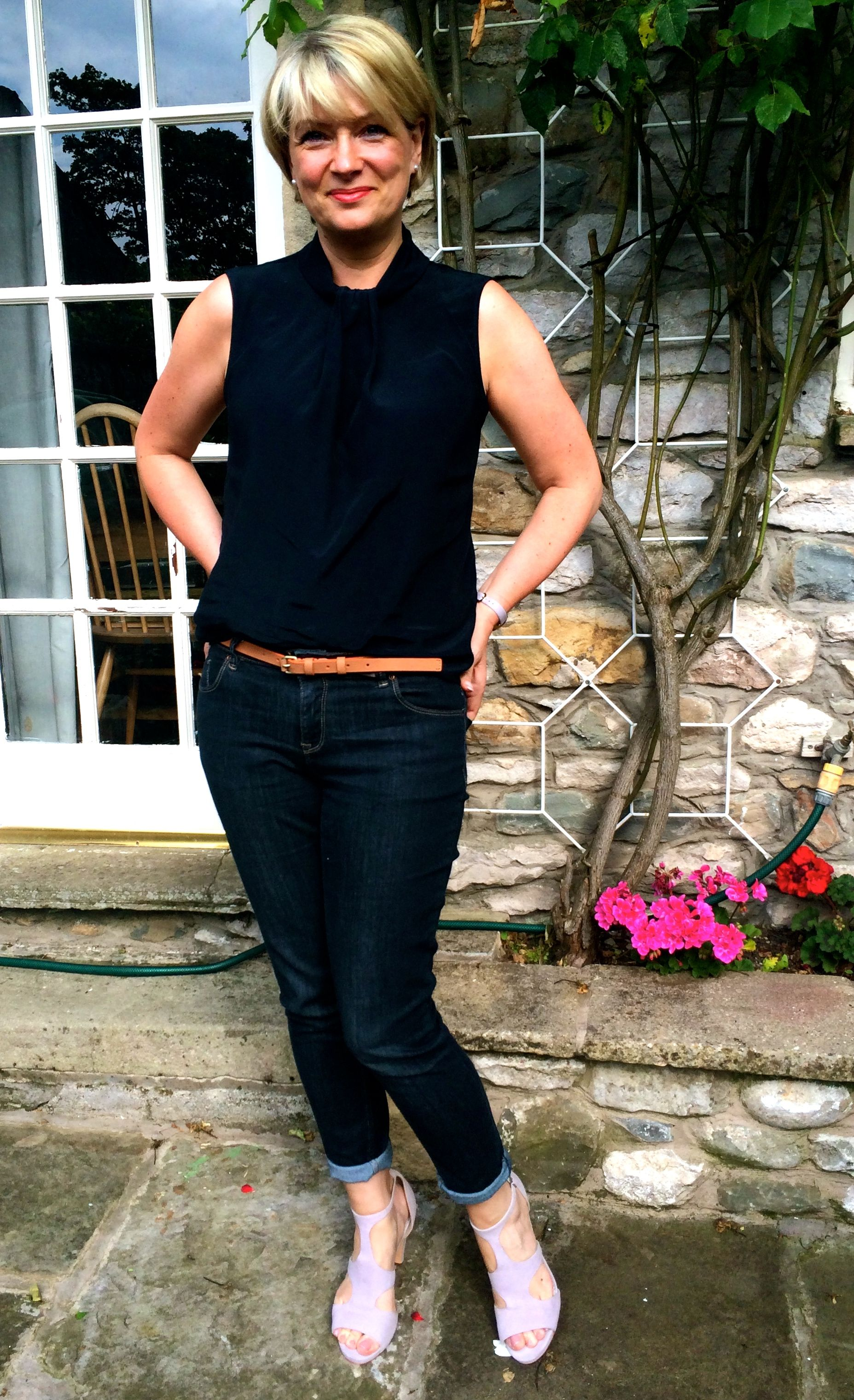 Trends For Spring Summer Clothes For Real Women Over 40: Summer Work Outfits For Women Over 40