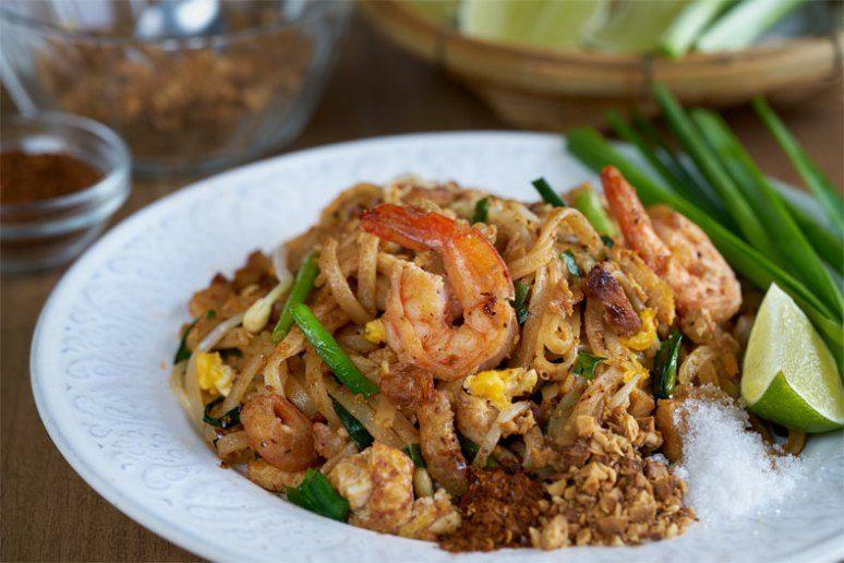 Pad thai, fideos fritos estilo thai, fideos fritos, noodles fritos ...