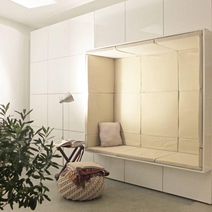 Maßgefertigter Alkoven  Moderne Wohnzimmer von qbus architektur - moderne wohnzimmer beige