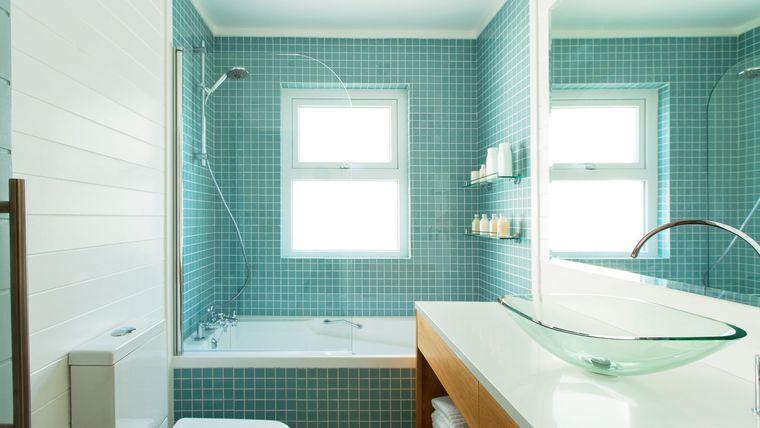 Peindre du carrelage de salle de bains  les 3 erreurs à éviter - Peindre Du Carrelage Mural Salle De Bain