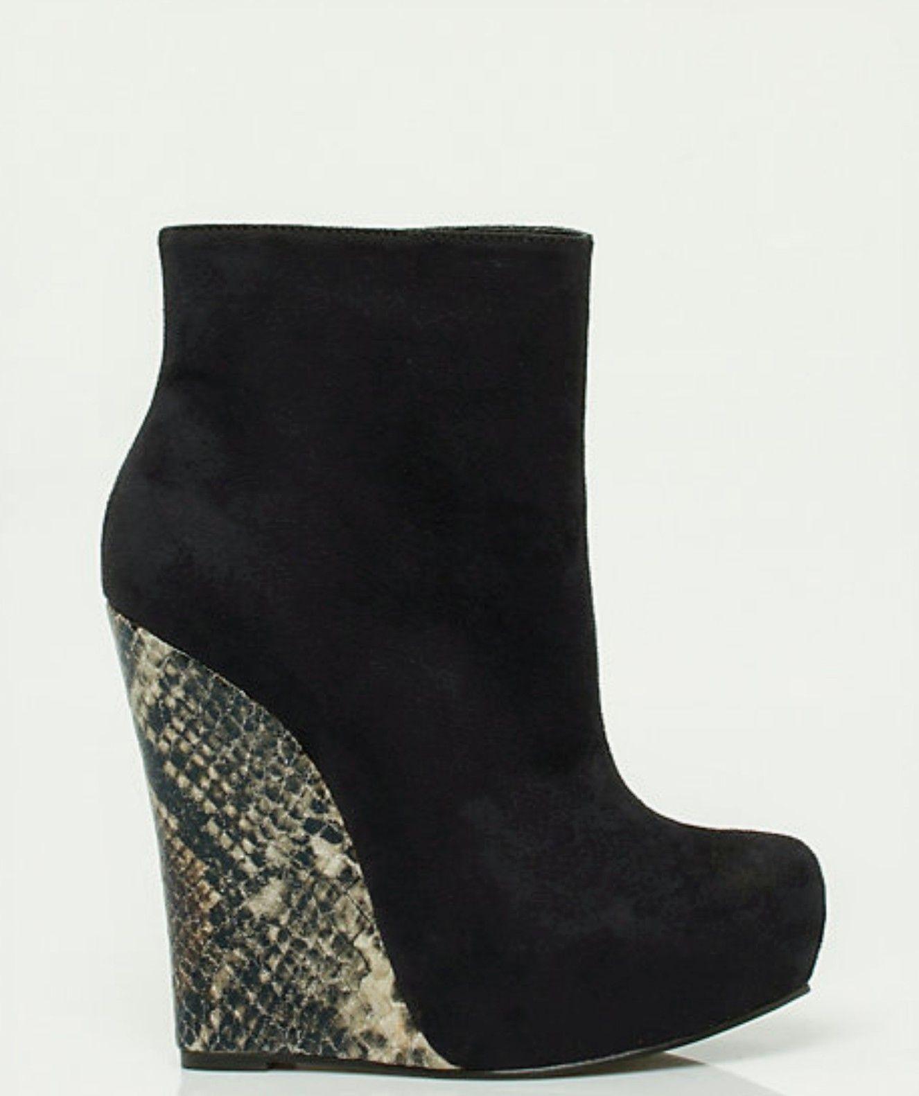 e56b6830bdb Le Château Funky Shoes